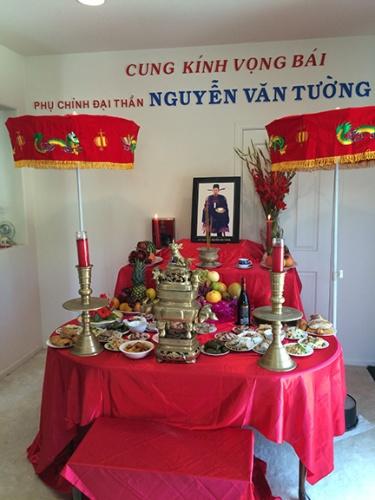 Family altar of Nguyễn Văn Tường.